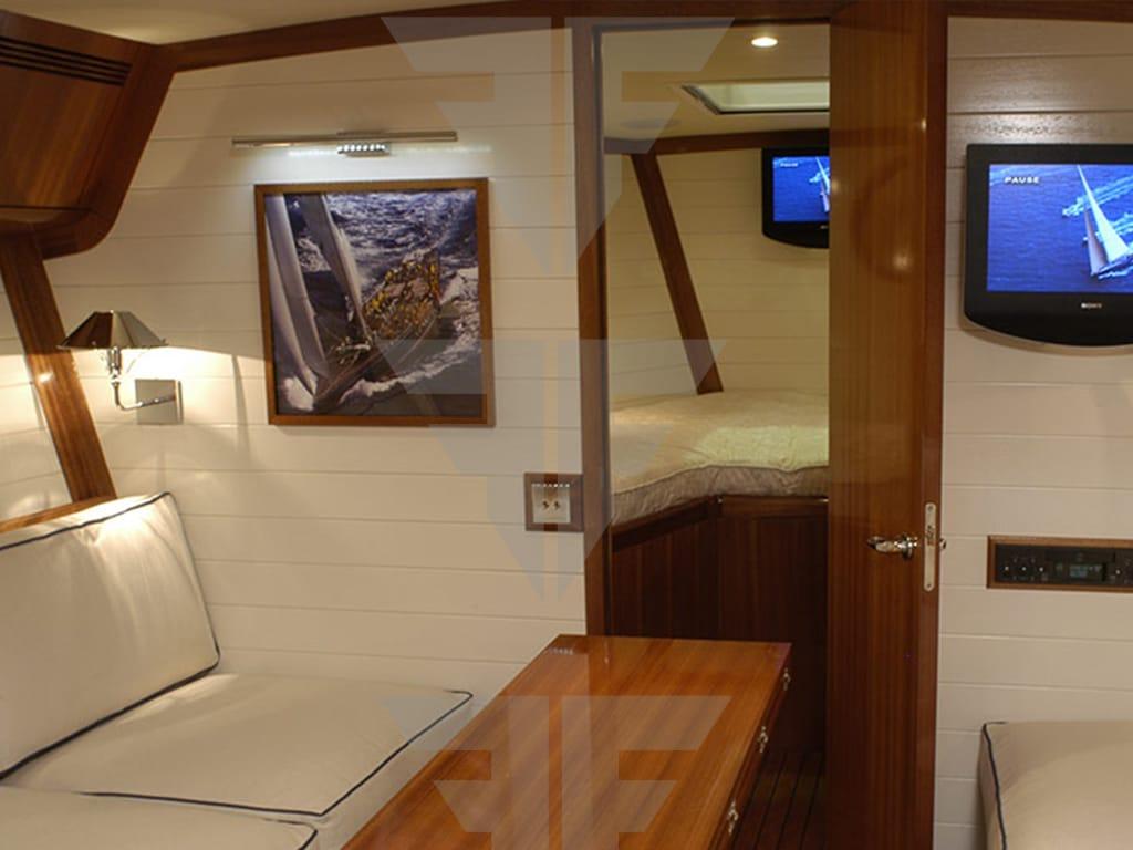 Endeavour-42-piedi-in-vendita-Italia